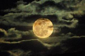 Moon-and-Myths-Superstitions-Surrounding-the-Full-Moon